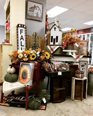 Fall!!🍁🍁🍁🍁🍁 #falldecor #seasonaldecor #autumndecor #fallfloralarrangements  Not open to the public
