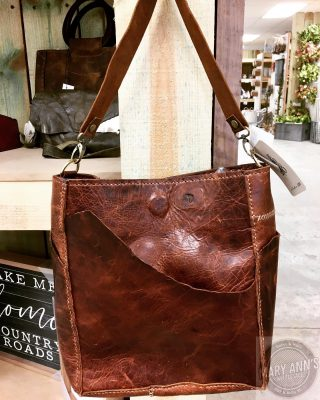 Introducing Studio 208, our newest vendor! The addition of genuine leather handcrafted products to your retail space?.....Yes! The clutches are too cute! And check out the totes! #maryannswholesale #studio208 #genuineleatherbags #missourimade #boutiquestyle #boutiques  Not open to the public